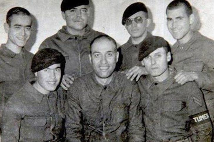 Sinema dünyamızın en önemli simalarından biri olan unutulmaz oyuncu Kemal Sunal askerlik görevini yapmaya 1981 yılında başlamıştır