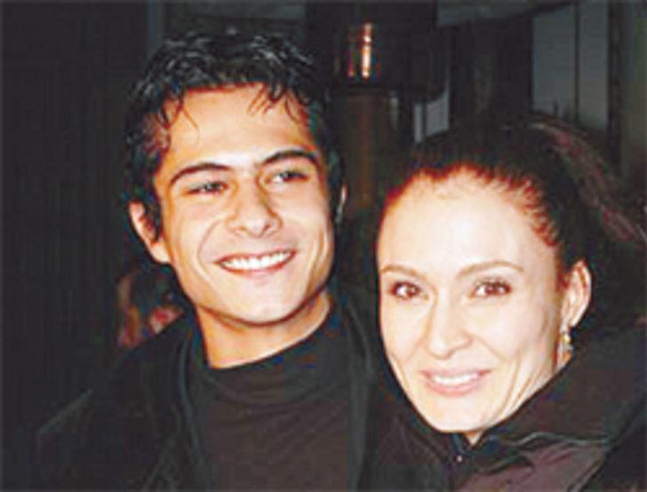 Oyuncu Ceyda Düvenci ve kendisinden sekiz yaş küçük olan İsmail Hacıoğlu'nun yaşadığı aşk, uzun süre dillerden düşmedi.