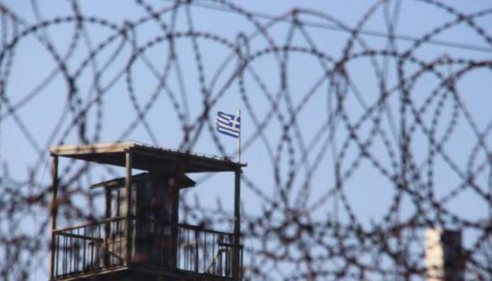 Türkiye tarafına geçen 2 Yunan askeri gözaltına alındı!