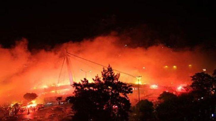 Göztepeliler İzmir'i yaktı (Video)