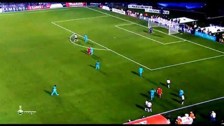 Futbol tarihinde bir ilk (Video)