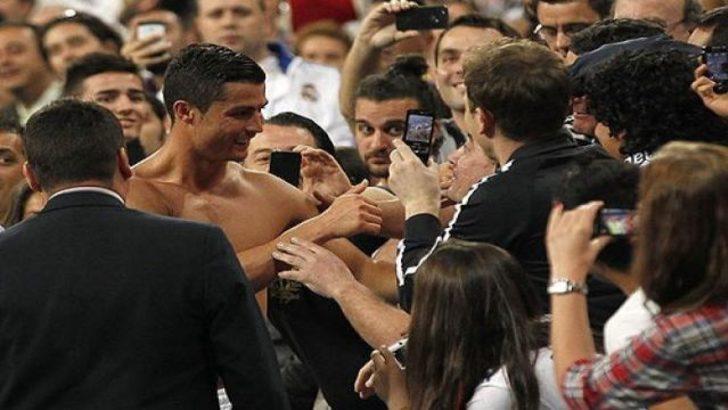 Ronaldo taraftarın burnunu kırdı! (İZLEYİN)