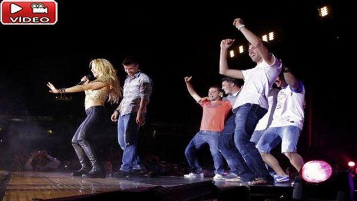 Shakira'dan Barçalılar'a kalça dansı dersi (Video)