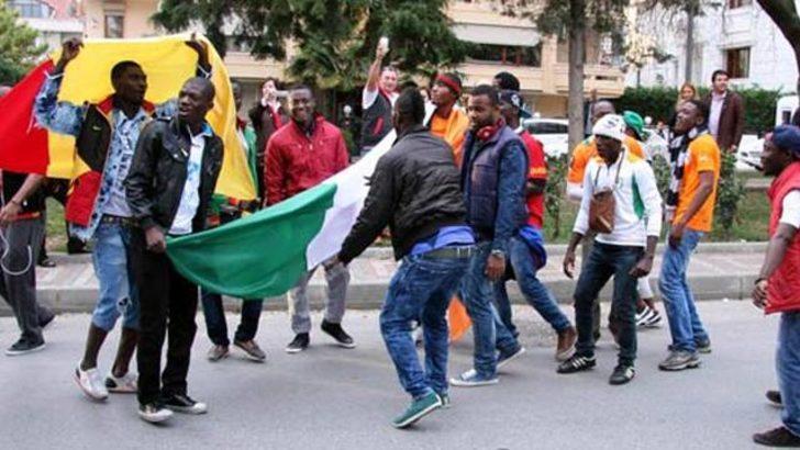 Afrikalılar Florya'yı bastı
