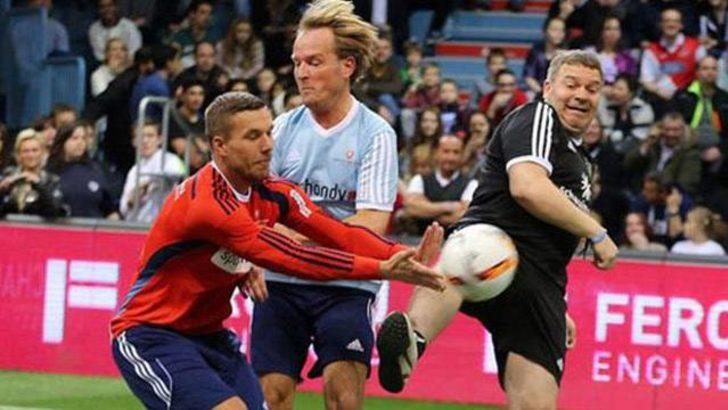 Podolski, Almanya'da halı saha maçına çıktı