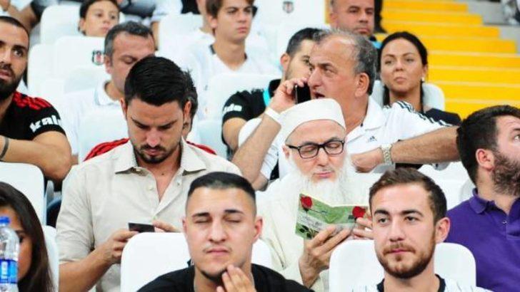 Ömer Şişmanoğlu'nun babası tribünde dua etti