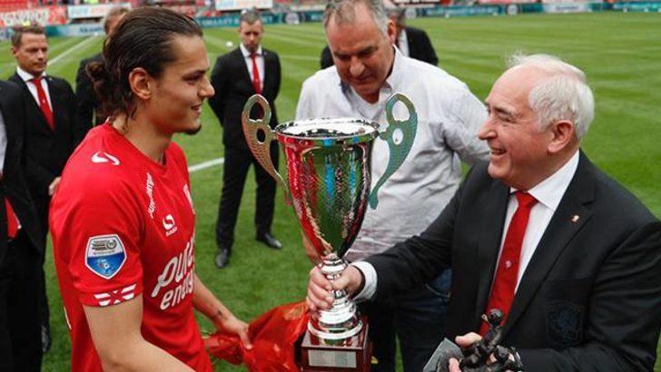 Enes Ünal Twente'de yılın oyuncusu seçildi
