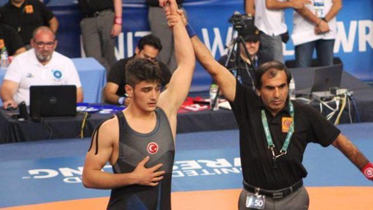 Milli güreşçimiz Muhammet Furkan Dursun Dünya Şampiyonu oldu