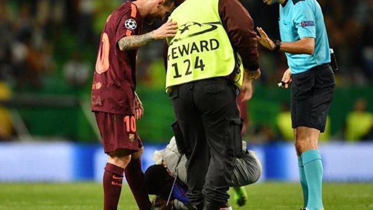 Taraftar sahaya girerek Messi'nin ayağını öpmeye kalktı