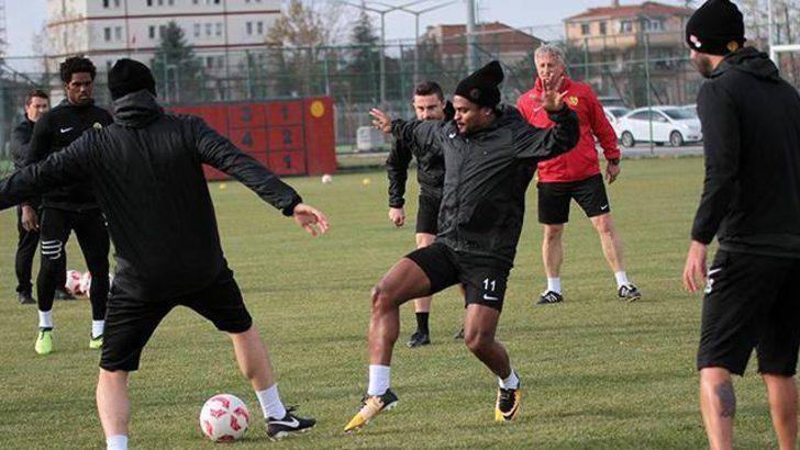 Eskişehirsporlu futbolculardan yönetime şok tepki
