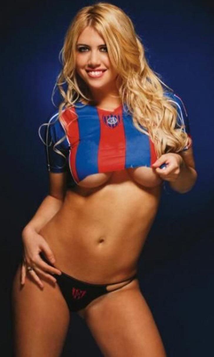 zheni-futbolistov-nyu-porno-nozhkoy-po-yaytsam