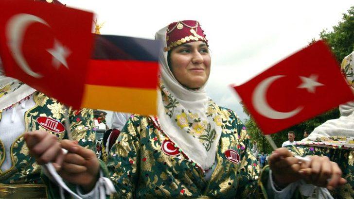 Almanya'da Türkiye Kökenli Kadınlar Yıllar Geçtikçe Güçleniyor