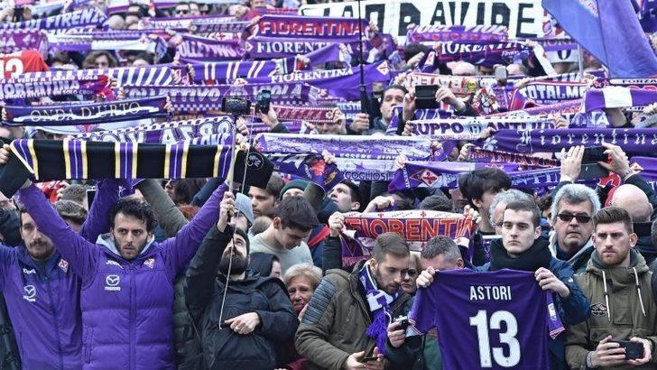 Fiorentina'nın ölen kaptanı Astori 'Tek bir kaptan var' tezahüratıyla uğurlandı