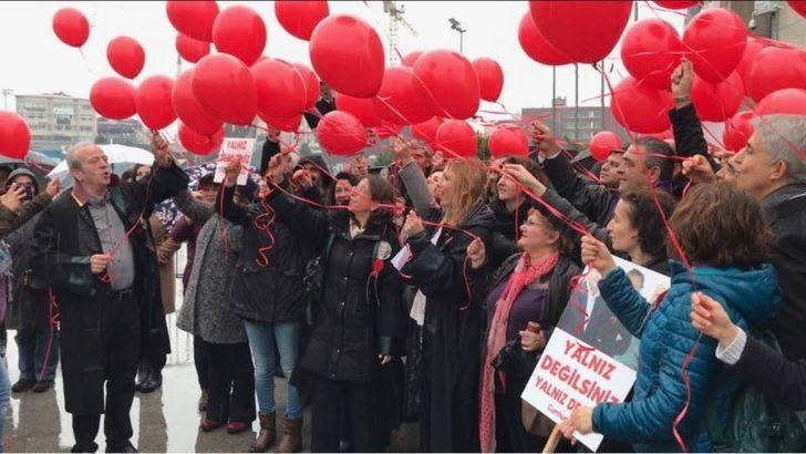 49.Adalet Nöbeti'nde 'Haksız Yere Tutuklananlar' İçin Kırmızı Balon Uçuruldu