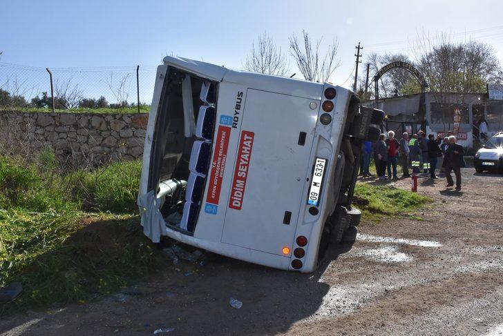 Didem'de yolcu midibüsü devrildi: 12 yaralı
