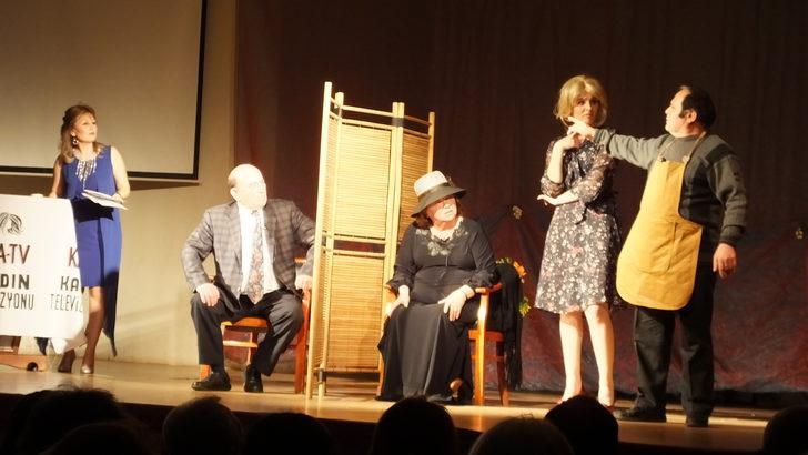 Burhaniyeli kadınlar kendi yazdıkları tiyatro oyununda oynadı