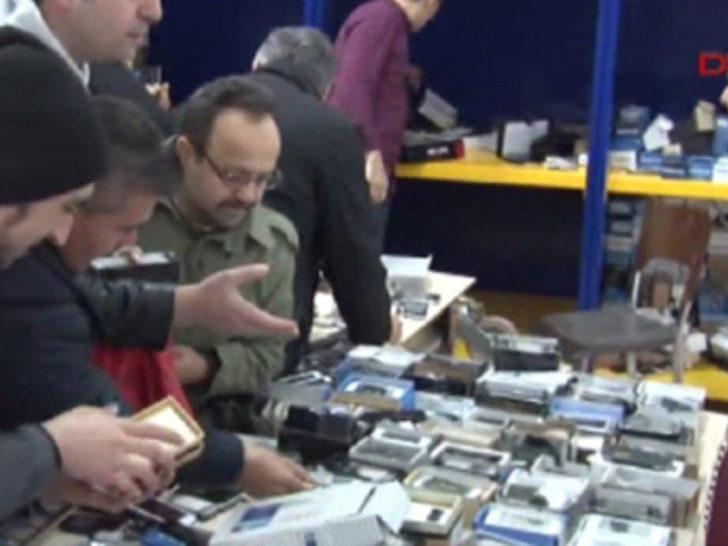 10 liradan satılan cep telefonları izdiham yarattı