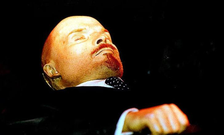 1. Vladimir Lenin (1870 - 1924) : RUSYA