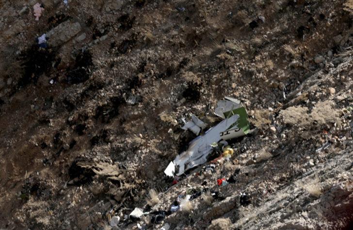 İran'da düşen uçağın enkaz görüntüleri ortaya çıktı