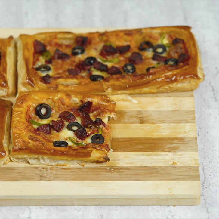 Pizza çok kıskanacak: Milföy hamurundan kolay pizza