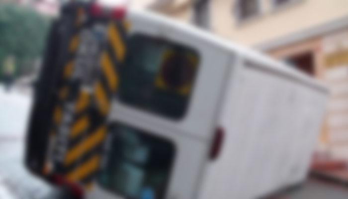 İki öğrenci servisi çarpıştı: yaralılar var!