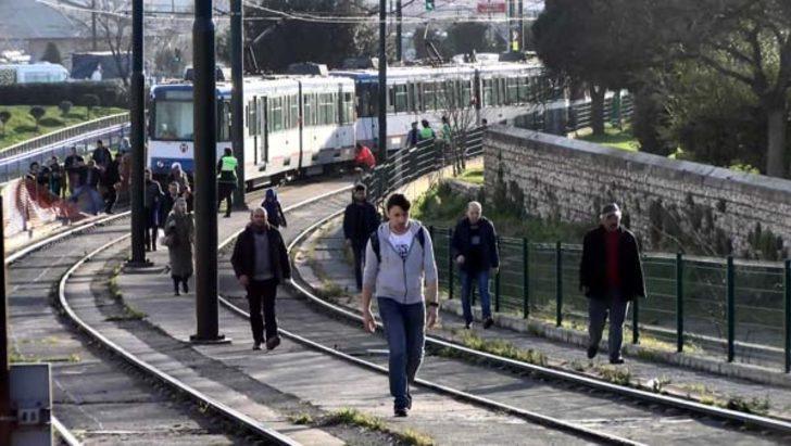 Topkapı'da tramvay yine raydan çıktı!