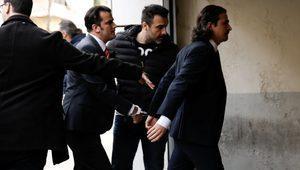 Yunanistan 8 askeri iade etmiyor, sığınma talepleri askıda