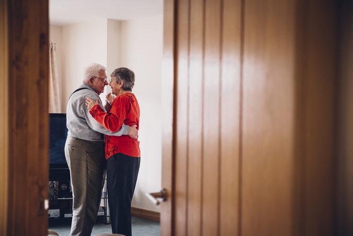 Yaş İlerledikçe Cinsel İlişki Azalır mı?