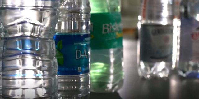 Ünlü markaların sularında plastik maddeler yüzüyor!