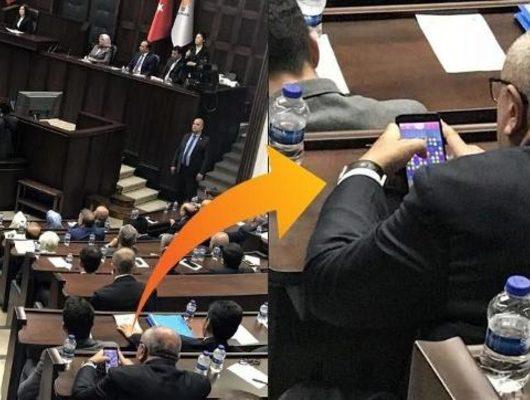 Erdoğan konuştu Türkeş 'Candy Crush' oynadı