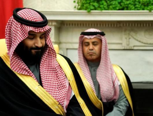 Trump, Prens Selman'a sattıkları silahları gösterdi