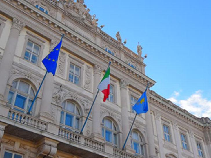 İtalya Euro bölgesinden ayrılmayı tartışıyor