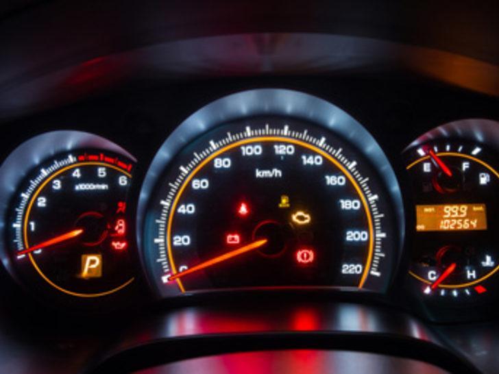 Aracın kilometresini düşürüp satan için  hapis cezası verildi