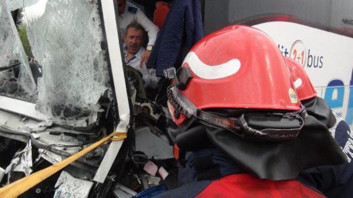 Trafikte son durum! Zincirleme kaza trafiği kilitledi, TEM İstanbul yönü kapandı