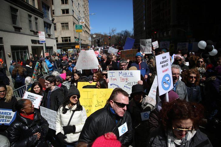 ABD'de onbirlerce kişi sokaklarda!