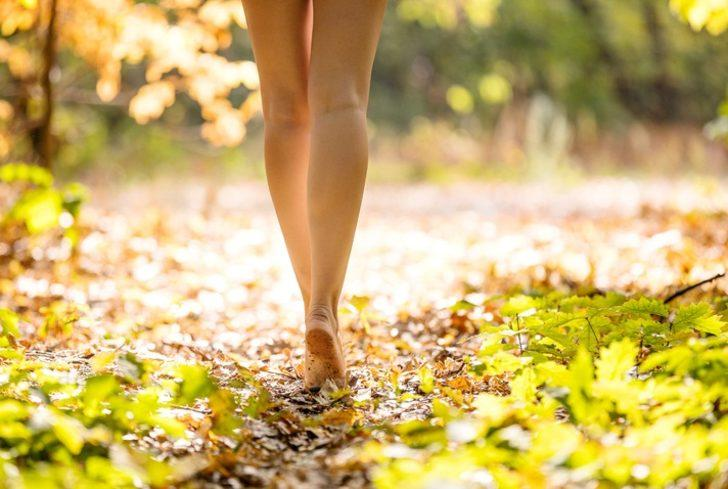Çıplak ayakla yürüyün bakın neler olacak?
