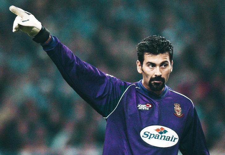 CARLOS ROA - KİLİSE GÖREVLİSİ | Arjantin Milli Takımı'nın iz bırakan kalecilerinden Carlos Roa, futbolu bıraktıktan sonra kendini dine adadı. Mallorca'Ya geri dönen Roa, kutsal günleri cumartesi oynanan maçlarda forma giymeyi reddetti.