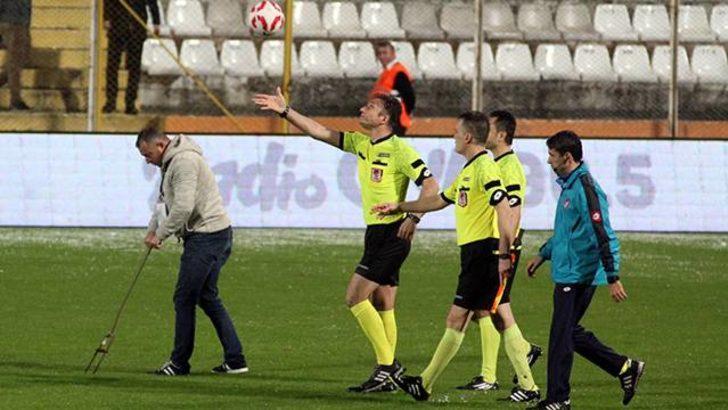 Adana Demirspor - İstanbulspor maçı yoğun dolu yağışı nedeniyle ertelendi