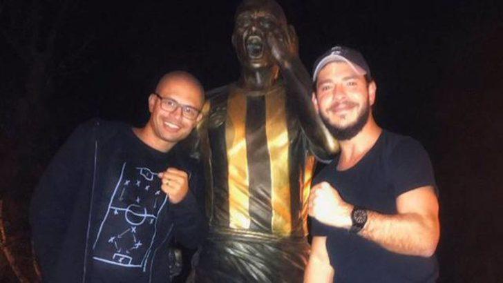 Alex de Souza'dan heykeline ziyaret