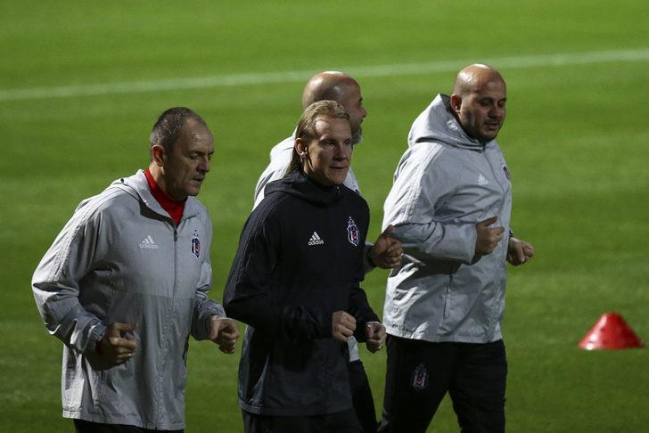 West Ham'ın Şilili teknik direktörü Manuel Pellegrini'nin vatandaşı Gary Medel'i transfer edeceğini iddia edilmişti.