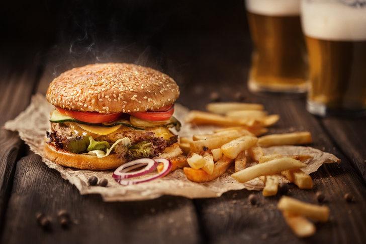 Dışarıda yemek yerken bir kez daha düşünün! Kısırlığa neden oluyor