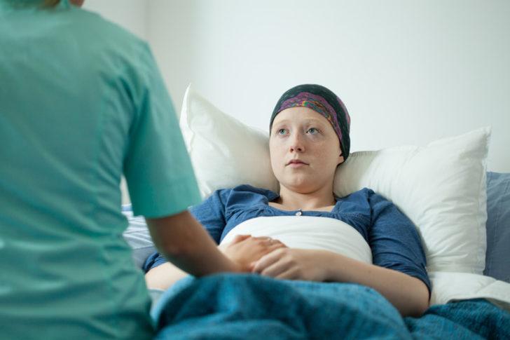 Kanser semptomlarını ve kemoterapinin yan etkilerini hafifletir
