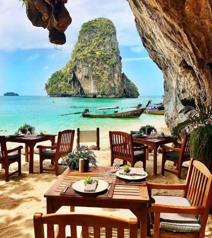 Bu restoranda haftanın belirli günleri sıcak yemek servisi bulunuyor. Diğer günler ise sadece hafif atıştırmalıklar...