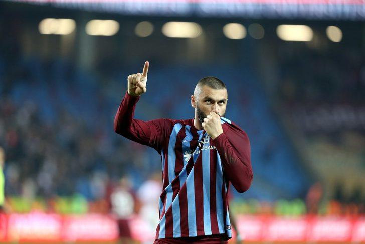 Çünkü göreve yeni gelen Trabzonspor yönetimi, her fırsatta ağır ekonomik şartlardan şikayet ediyor ve maliyeti yüksek futbolcuların satılabileceğini paylaşıyor.
