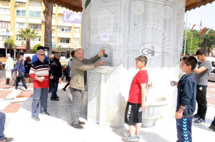 Osmanlı çeşmesinden şerbet akıtıldı