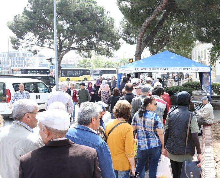 Büyükşehir Belediyesi Miraç Kandili için hayır dağıttı