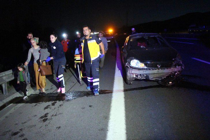 Otomobil iki araca çarptı: 7 yaralı