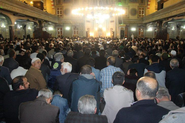 Elazığ'da Miraç Kandili'nde camiler doldu taştı