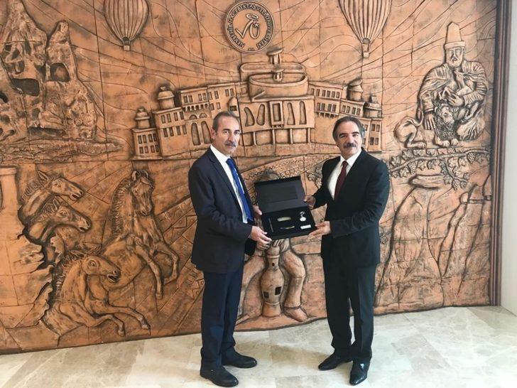 Cumhuriyet Üniversitesi Rektörü Yıldız'dan NEVÜ Rektörü Bağlı'ya ziyaret