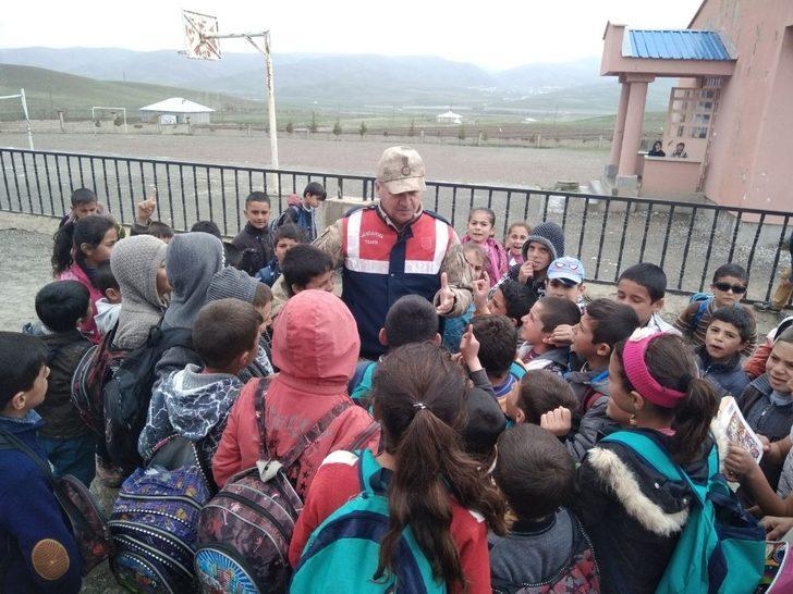 """Jandarma'da """"Çocuklarımız güvende"""" uygulaması"""